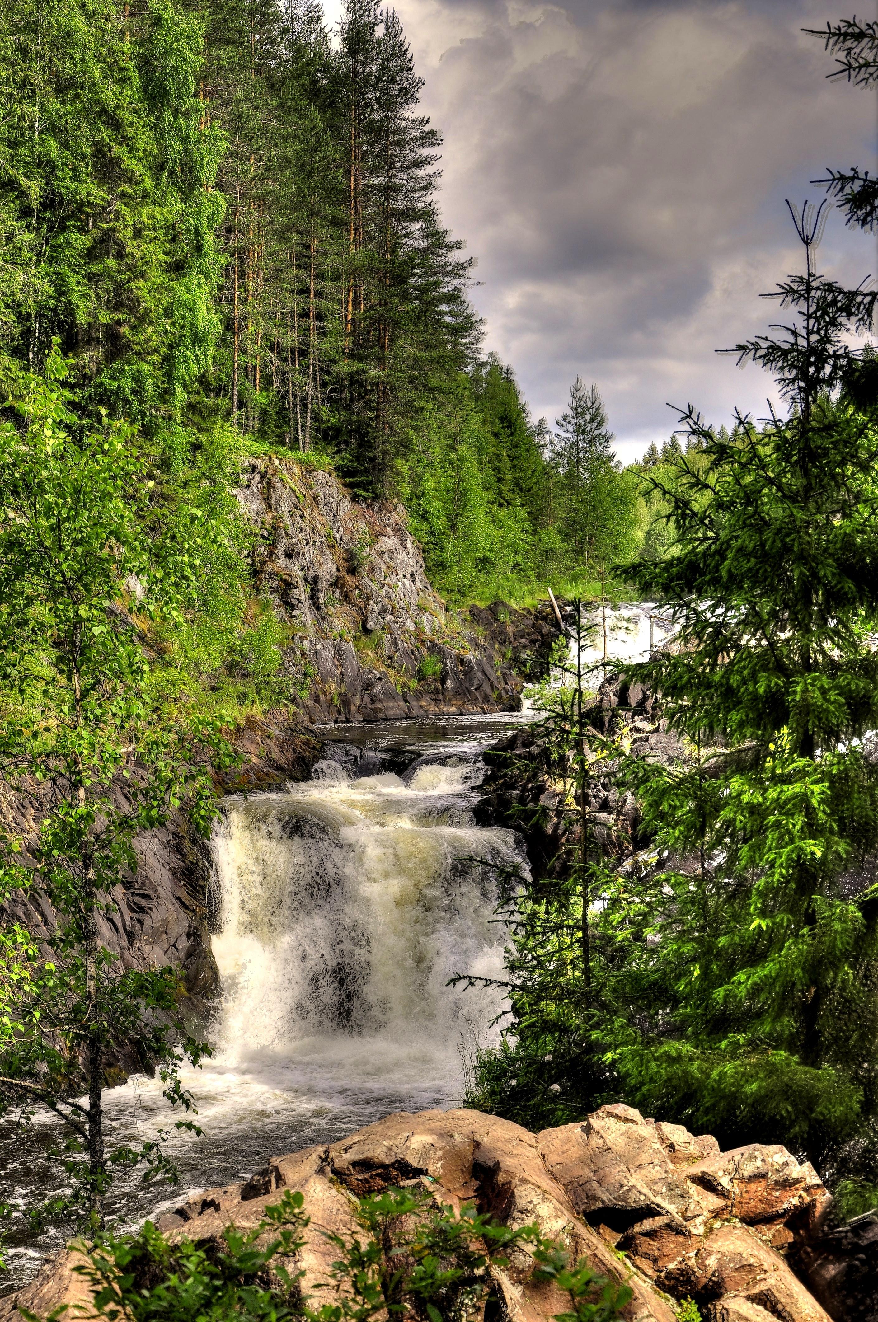 У водопада Кивач.